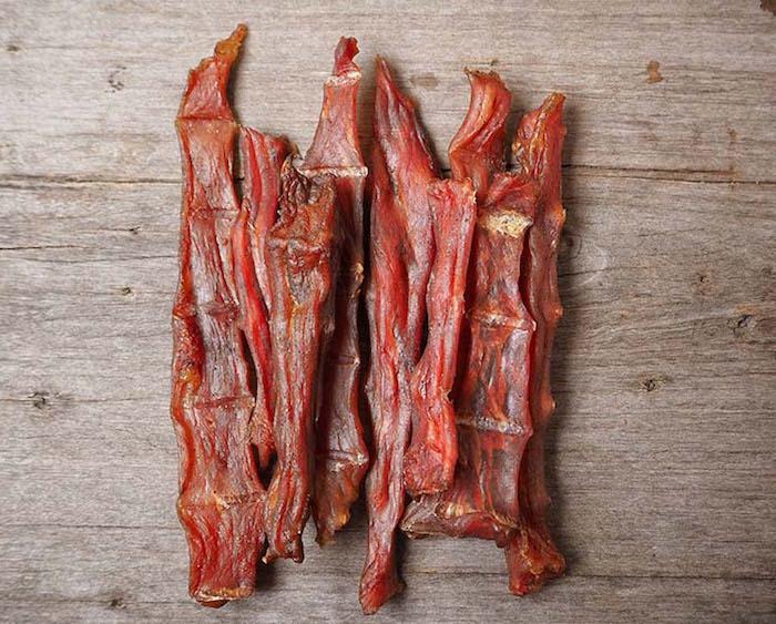 Podrían las golosinas de carne seca ser responsables de enfermedades en muchas mascotas