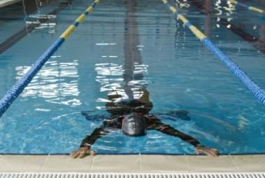 Ejercicios de natación para perfeccionar su carrera en saludconsultas.org