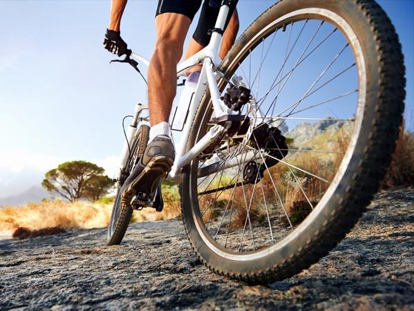 骑自行车和及其对我们的身体的敬礼影响