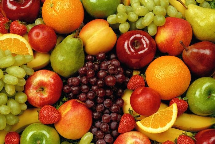 la fruta es parte de una dieta de construcción muscular