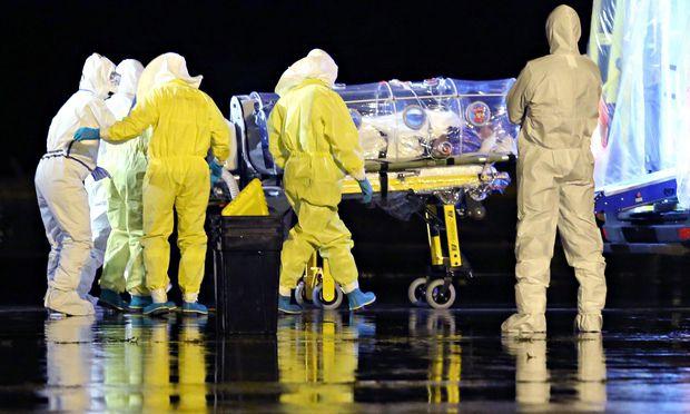 Ebole: prenos, Preprečevanje in simptomi