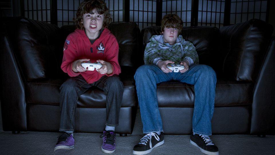 हिंसक वीडियो गेम , और अधिक आक्रामक किशोरों