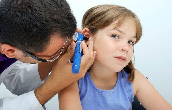 uho okužba