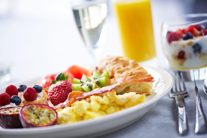 उच्च प्रोटीन नाश्ता और आप पूरे दिन अपनी भूख नियंत्रित करेगा