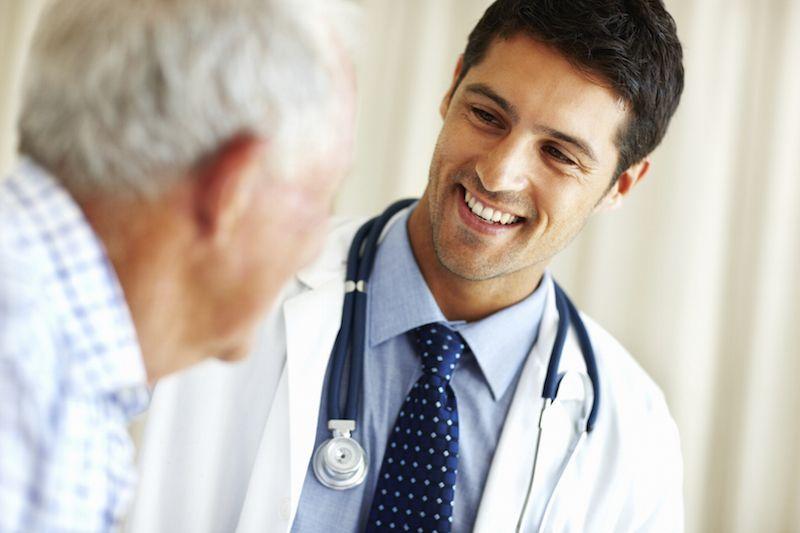 डॉक्टर उनके स्वास्थ्य देखभाल में सुधार करने के लिए का प्रयास करते हैं