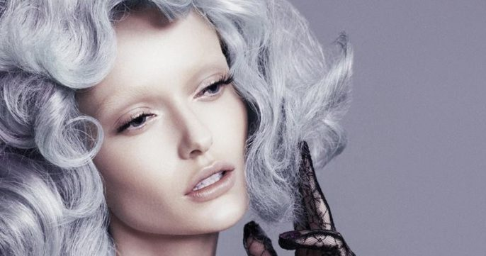 Wie man die Farbe Silber und die Pastellfarbe im Haar behält (und wie nicht)
