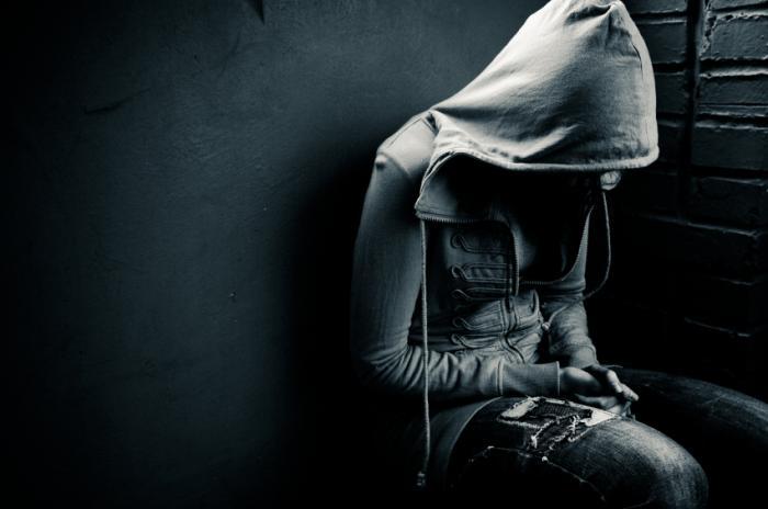 संकेत मिलता है कि एक निराश व्यक्ति आत्महत्या का प्रयास करने के जोखिम पर जो तीन व्यवहार