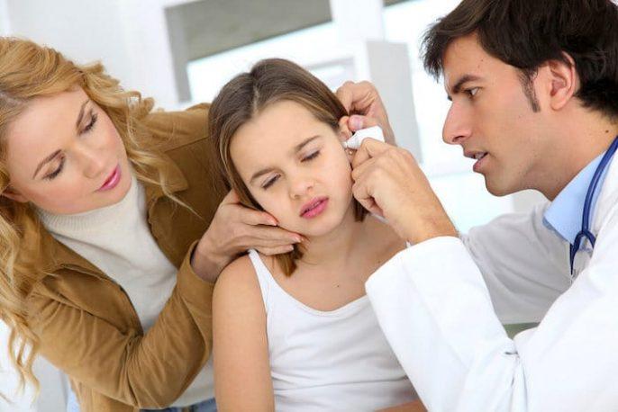 ¿Es normal escuchar el latido de su corazón en el oído?
