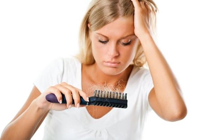 Uporaba henna je za zdravljenje izpadanje las in ohraniti lase zdrave