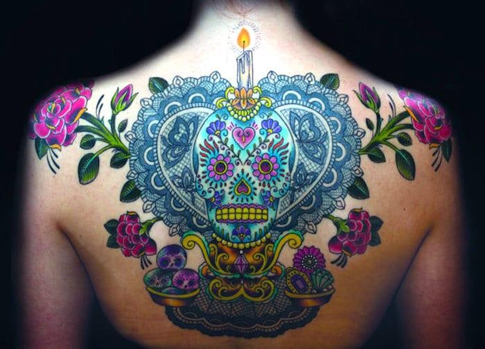人们真的觉得纹身的妇女如何 (为什么他们都错了)?