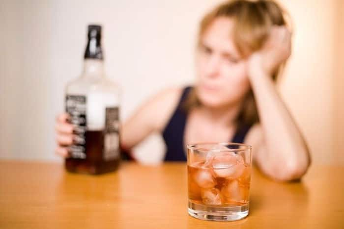 Por que os alcoólicos anônimos pode não ser adequado para você?