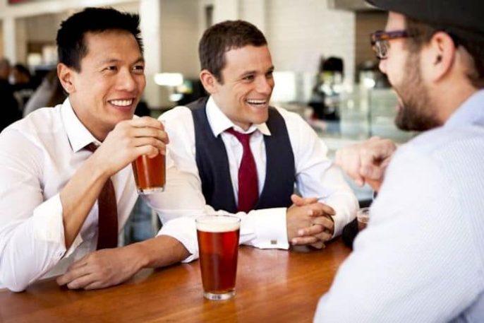¿Cuántas copas se necesitan para ser un alcohólico?