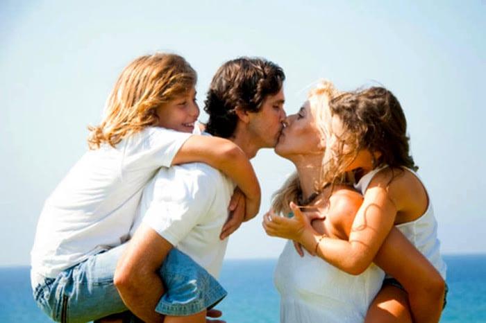 Como manter vivo o romance com meus filhos pequenos