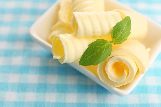 ¿La mantequilla es más saludable que la margarina?