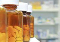 هناك العديد من الأدوية التي تتفاعل مع الأدوية المرتبطة بفيروس نقص المناعة البشرية