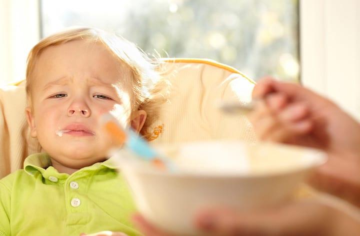 Moj otrok noče jesti: Zakaj in kaj naj naredim??