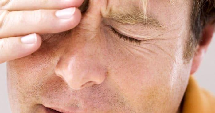 Dores de cabeça agudas associadas com dor nos olhos