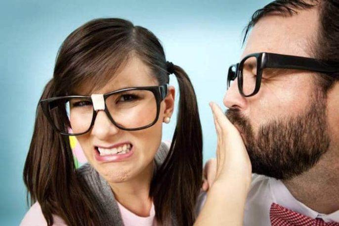 El mal aliento (halitosis): Muchas causas y soluciones simples