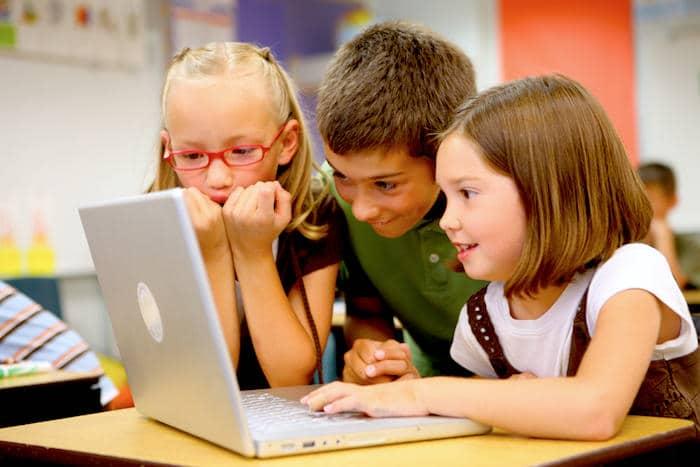 Votre enfant d'âge primaire accro à Internet?