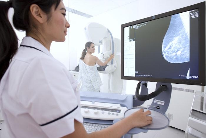 Mamografijo kot orodje za dodatni pregled za bolezni srca pri ženskah