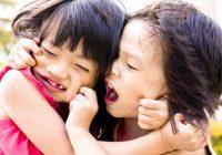 الآباء والأمهات: كيف تتوسط في النزاعات بين أطفالك؟