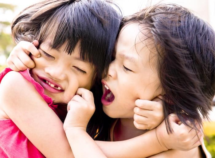 父母: 如何在儿童之间的纠纷进行调解?