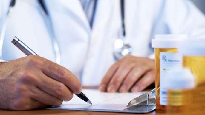 Traitement médical des ulcères peptiques (ranitidine et oméprazole)
