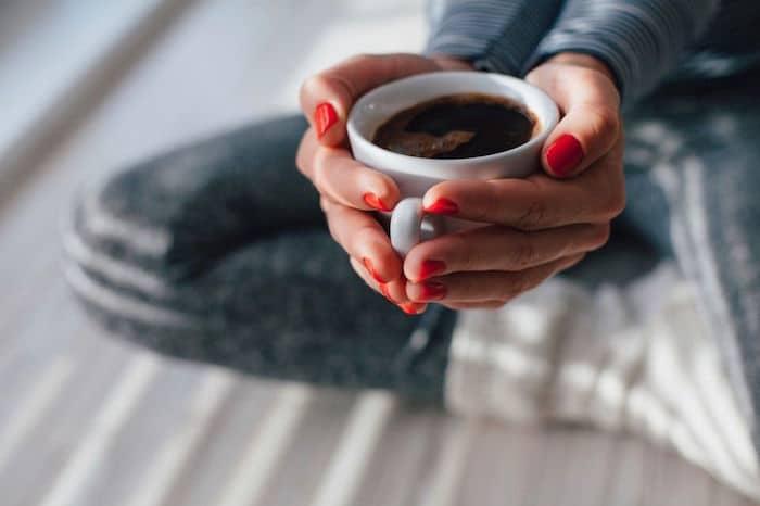 Não é só a ingestão de cafeína, Mas isso influencia o risco de aborto espontâneo