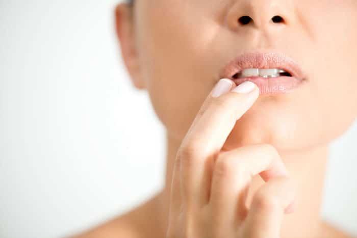 Zdravljenje hladno rane z Zovirax cream