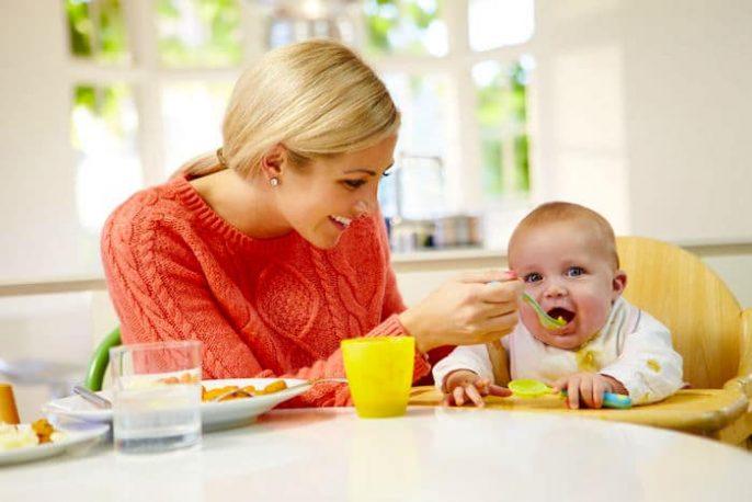 إدخال الأطعمة الصلبة لطفلك: متى وكيف؟
