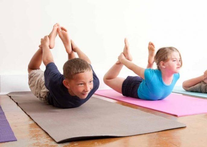 5 Maneiras de fazer ioga facilmente erguida para crianças