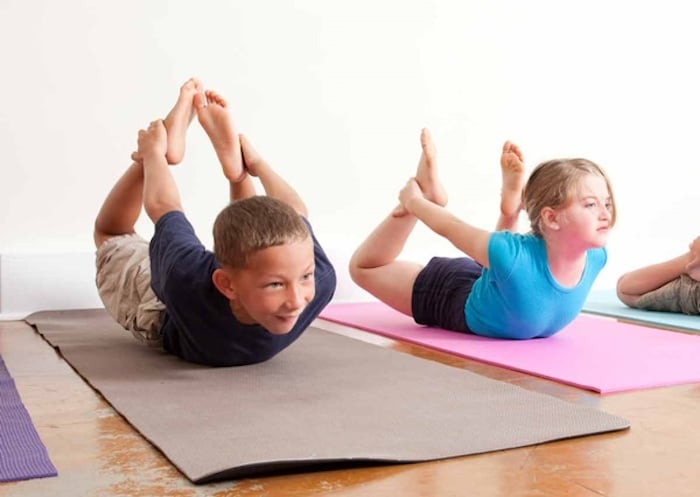 5 आसानी से बच्चों के लिए उठाया योग बनाने के लिए तरीके