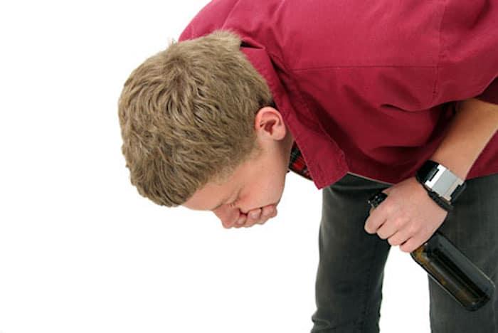 Vómitos y otras complicaciones por exceso de alcohol