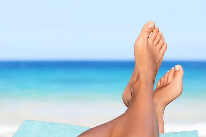 São que os sapatos causam danos a sua saúde? Benefícios ir descalços