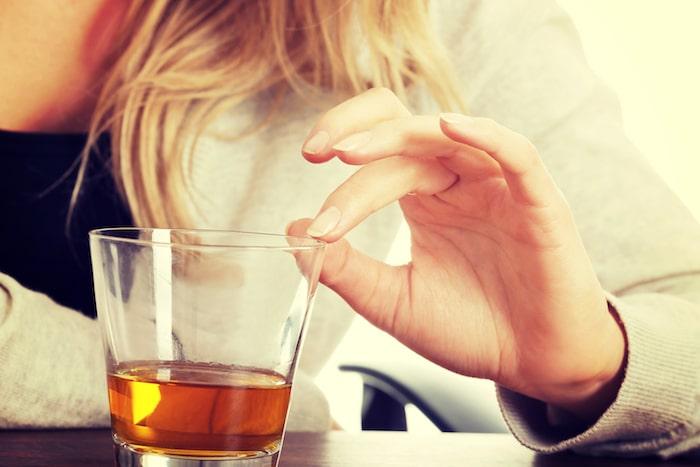 Relation entre la consommation excessive d'alcool et troubles mentaux