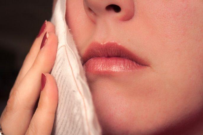 Inflamação e dor intensa atrás dos molares: o que é?