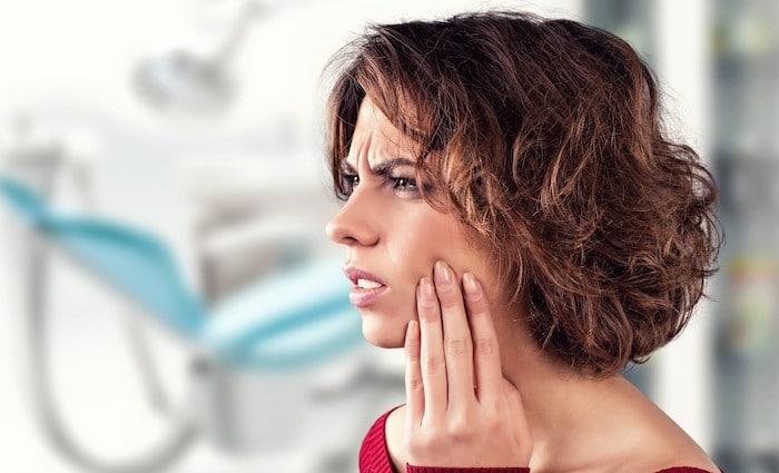 Ganglions enflés, mal de gorge, des douleurs de l'oreille et de la douleur des dents