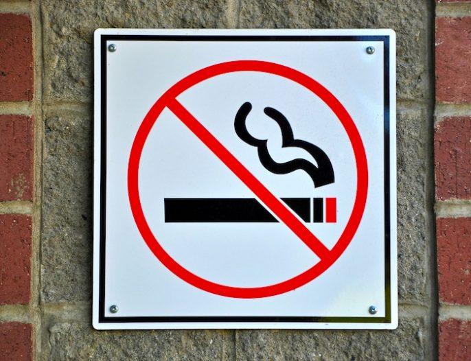 Étude: L'interdiction de fumer en public réduit les naissances prématurées