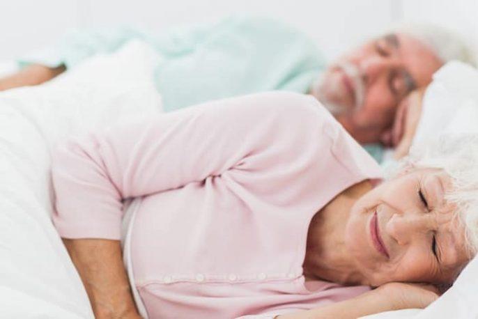 ¿La gente realmente necesitan dormir menos a medida que envejecen?