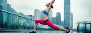 Faire du yoga à la maison vs allant à un Studio d'yoga