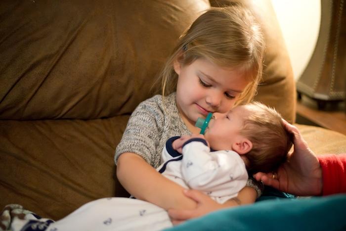 组织家庭与一个孩子和一个新生的