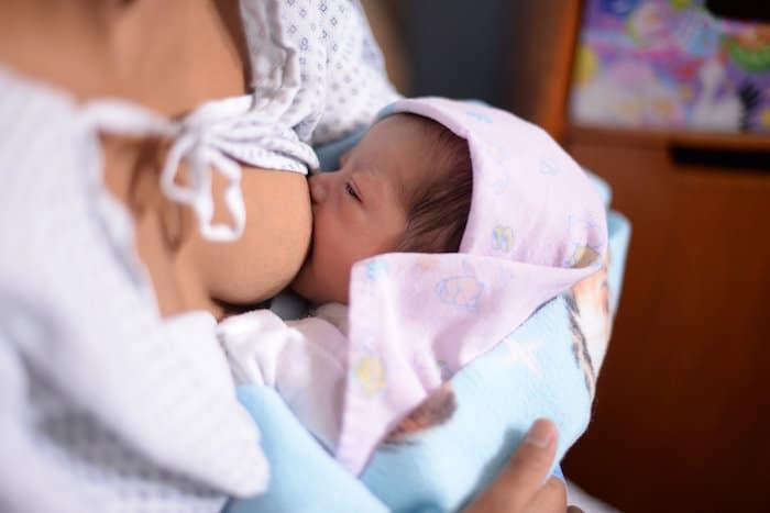 Dojenje in pobudo Bolnišnice Prijatelj Otroka