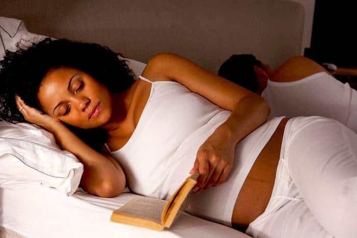 गर्भावस्था में अनिद्रा? अपने जाग समय बिताने के लिए कैसे