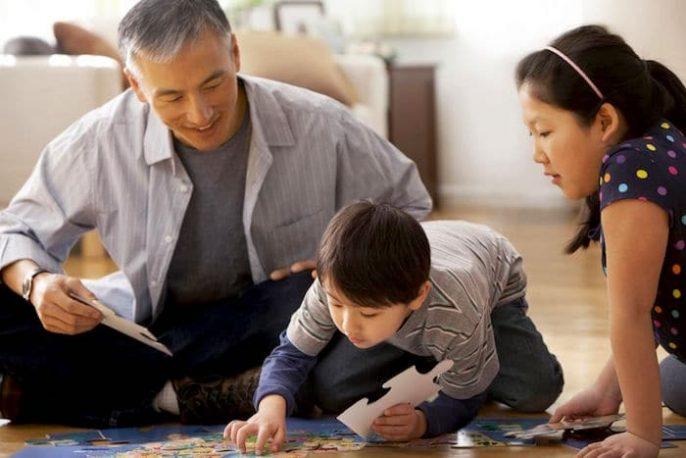La paternidad en mayores: ¿Un riesgo para la salud de los niños?