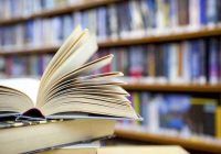 Livres de bibliothèque: chargés de maladies résistantes aux antibiotiques