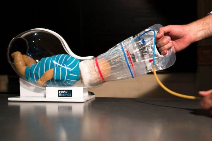 اختراع ميكانيكي السيارة ساعد جهاز التسليم - في نومه