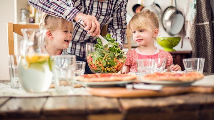 Nourriture sans viande: Comment pousser forts et sains des enfants végétariens?