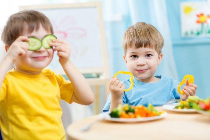 Les enfants végétariens deviennent forts et en bonne santé: de la conception à l'enfance