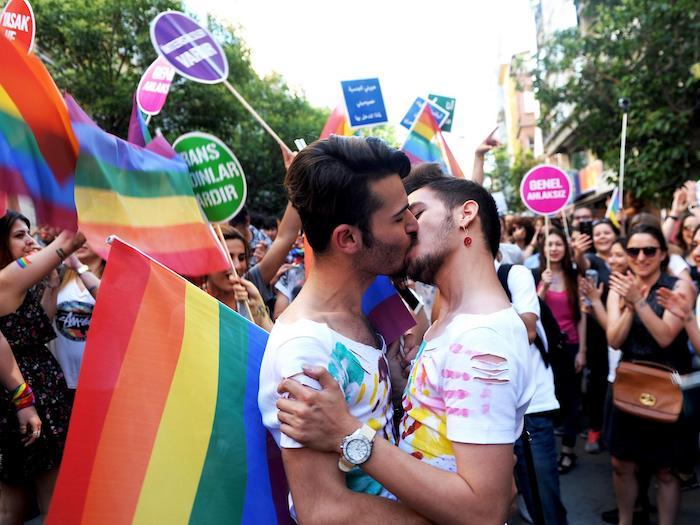 समलैंगिक, hetereo, साथ, या कुछ और: आप स्पष्ट यौन अभिविन्यास है या?