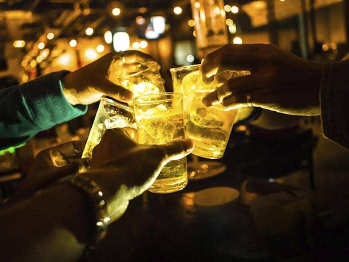 O dor na mandíbula depois de beber álcool?